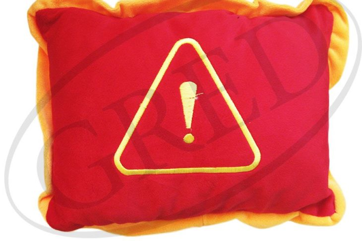 Подушка с логотипом в машину — «Восклицательный знак»