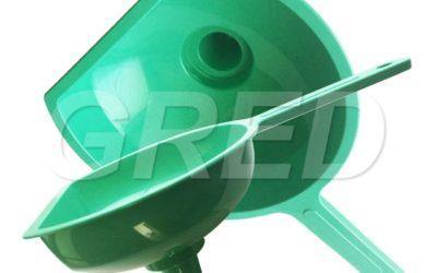 Большая пластиковая воронка зеленая