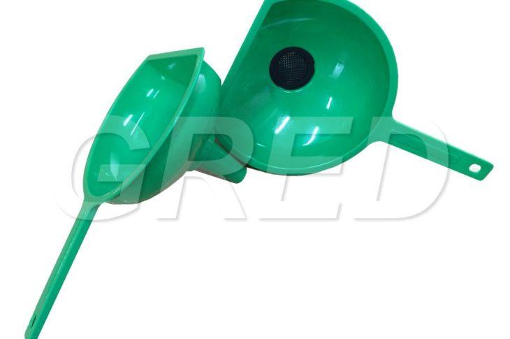 Большая воронка с ситечком зеленая